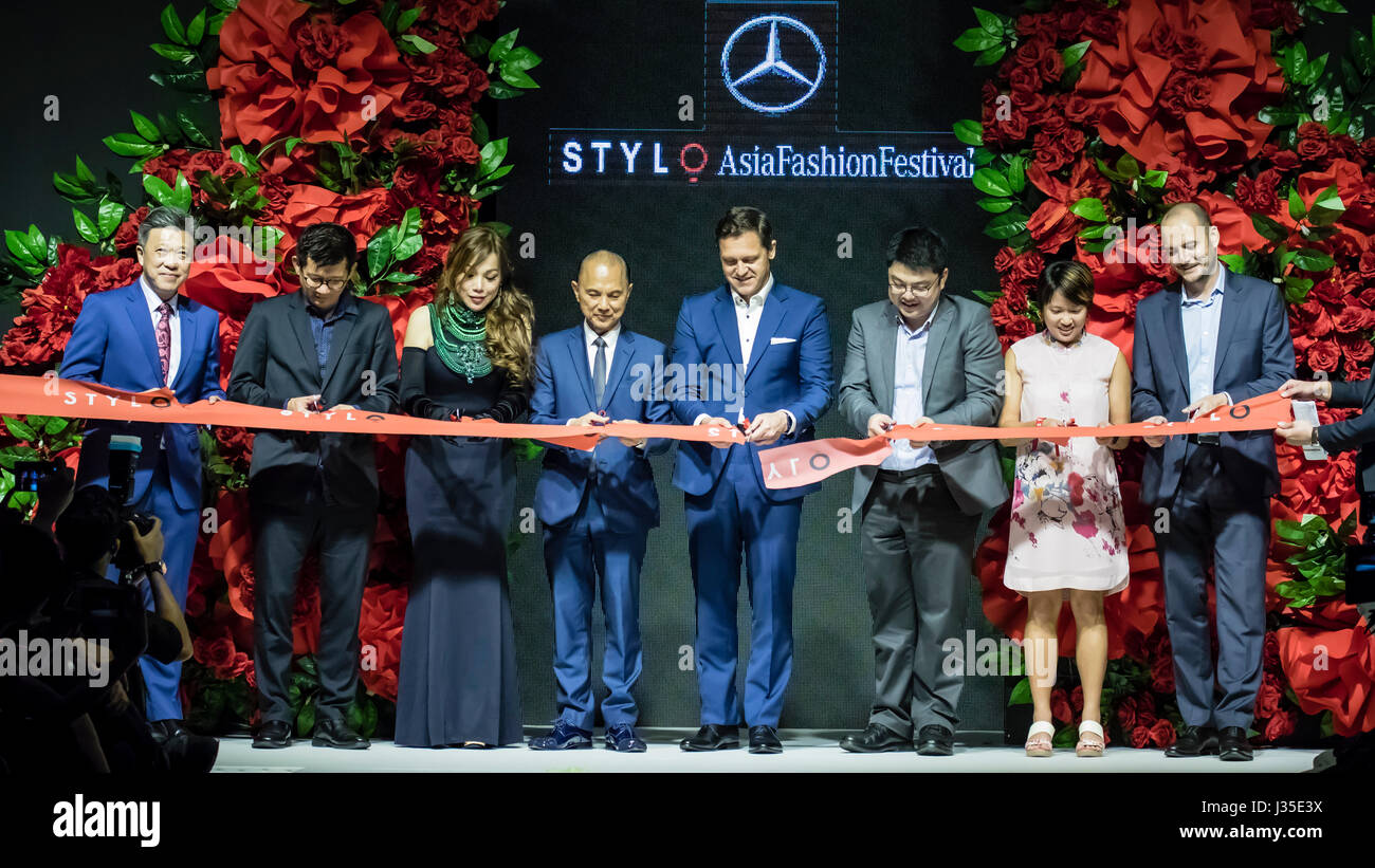 Kuala Lumpur, Malaysia. 2nd May, 2017. Mercedes STYLO Asia Fashion Festival 2017 starts in Kuala Lumpur. Dato Jimmy Choo, OBE (L 4th), Datuk Nancy Yeoh (L 3rd) with other VVIPs launch the fashion festival with a ribbon cutting ceremony. Credit: Danny Chan/Alamy Live News Stock Photo