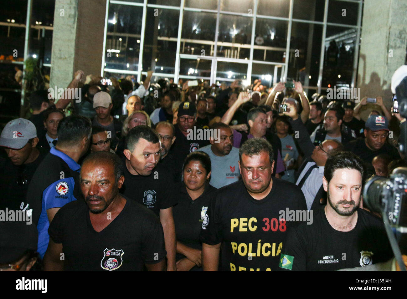 BRASÍLIA, DF - 02.05.2017: PRISON GUARDS INVADE MJ - Correctional officers vacate MJ headquarters late on Tuesday - Stock Image