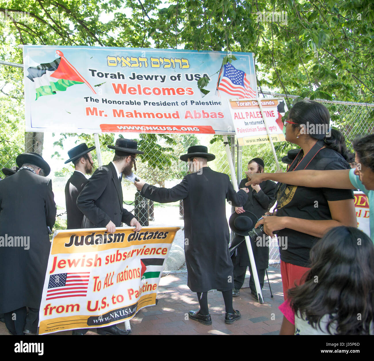 Washington DC, May 3, 2017, USA: Members of the Neturei Karta International Jews against Zionism hold a small protest - Stock Image
