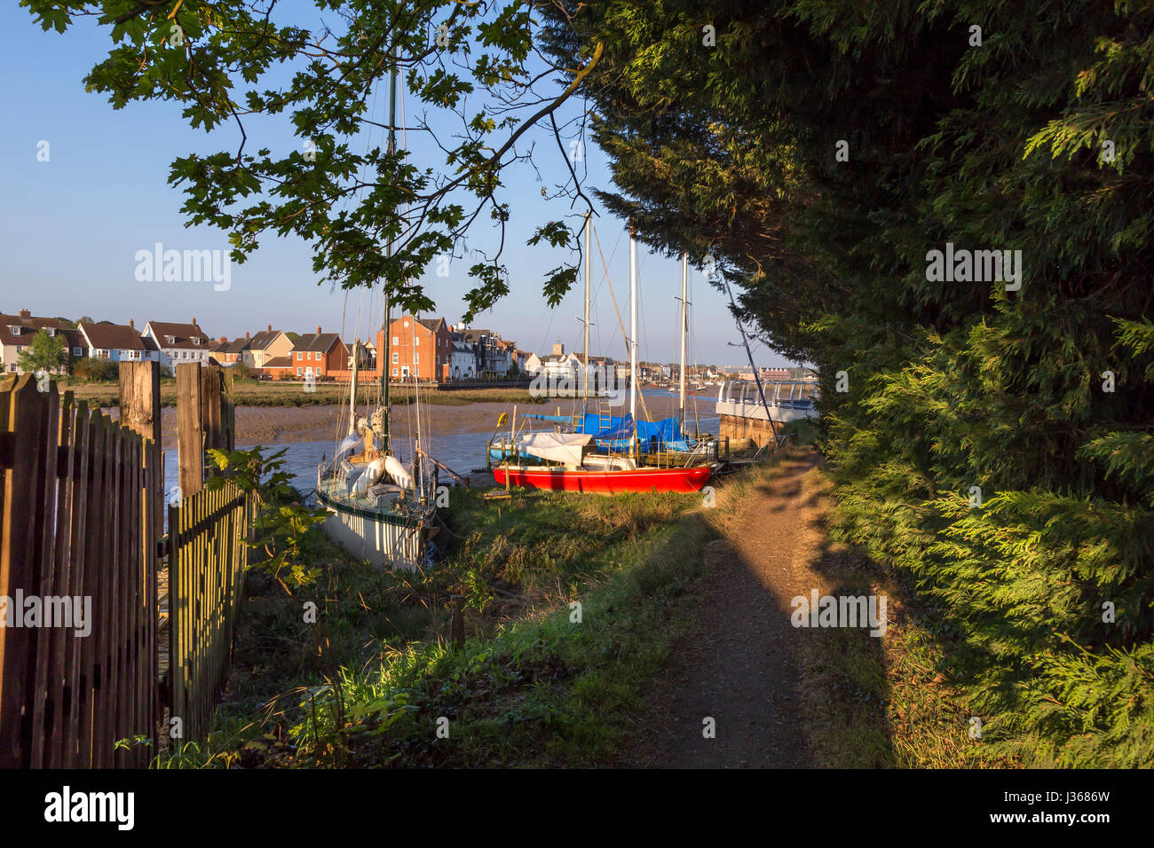 WIVENHOE NEAR COLCHESTER, AS VIEWED FROM ROWHEDGE ACROSS THE RIVER COLNE. - Stock Image