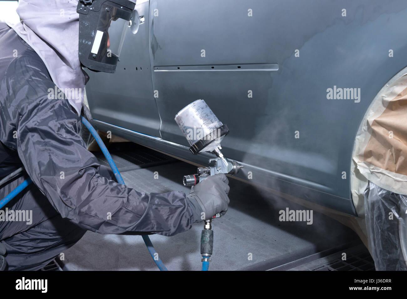 to revarnish car - Stock Image
