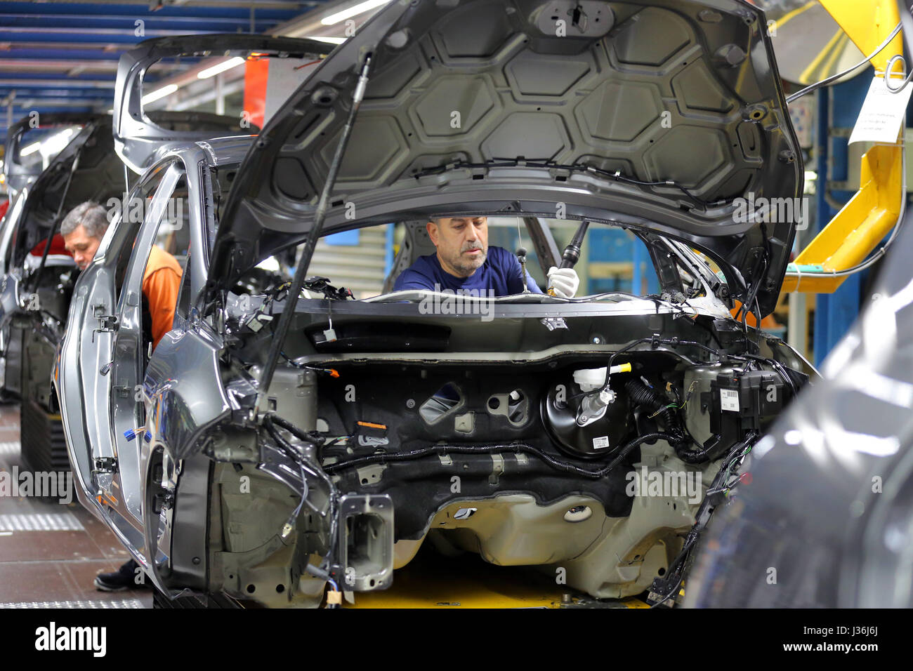 plantProduction of a Ford FIESTA car on the assembly line. Ford plant in  Cologne, Germany - Stock Image