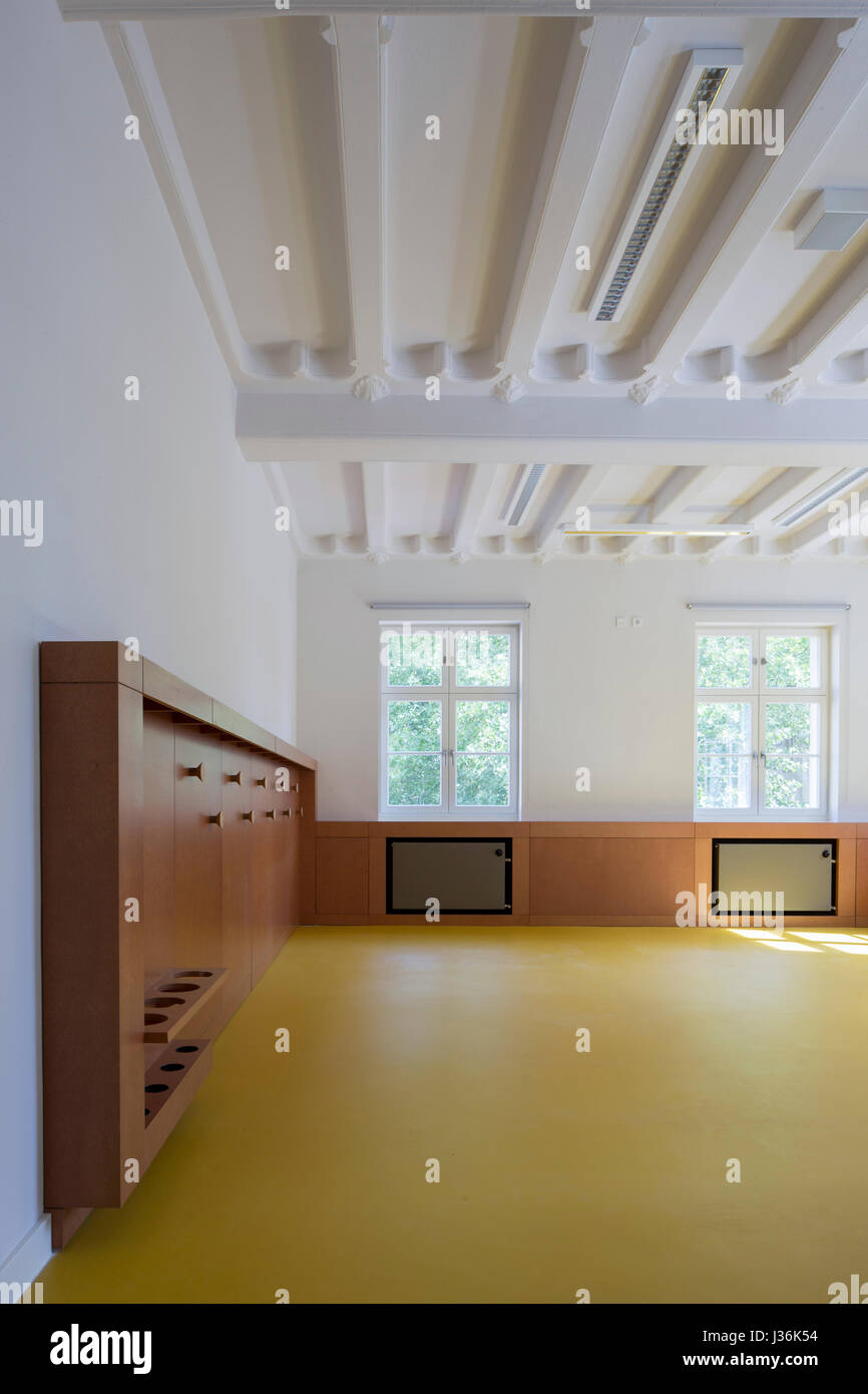 Unfurnished room with exposed ceiling. Haus der Bildung - Municipal Library Bonn, Bonn, Germany. Architect:  kleyer.koblitz.letzel.freivogel.architekt - Stock Image