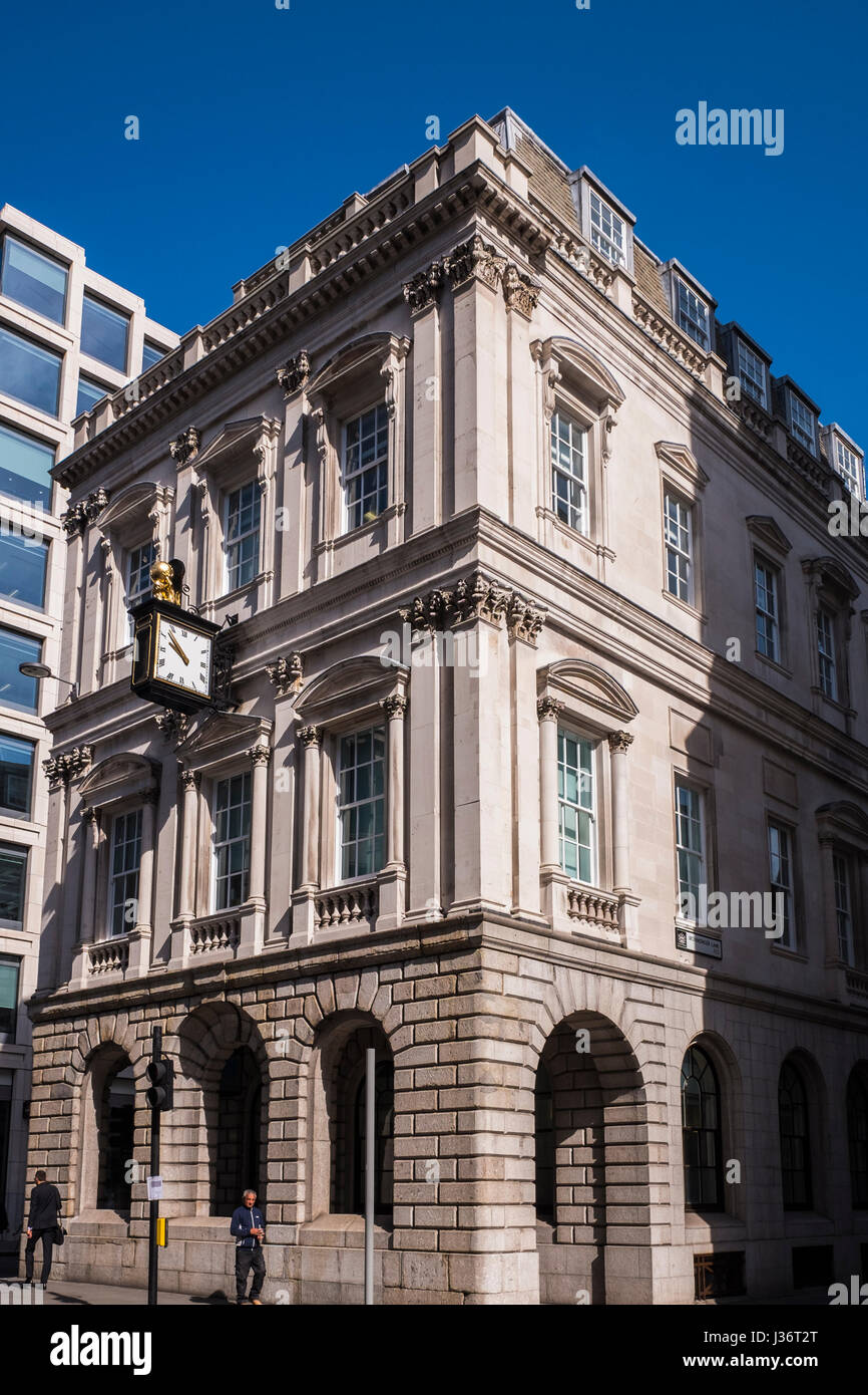 Atlas House on the corner of Cheapside & King Street in the City of London, England, U.K. - Stock Image