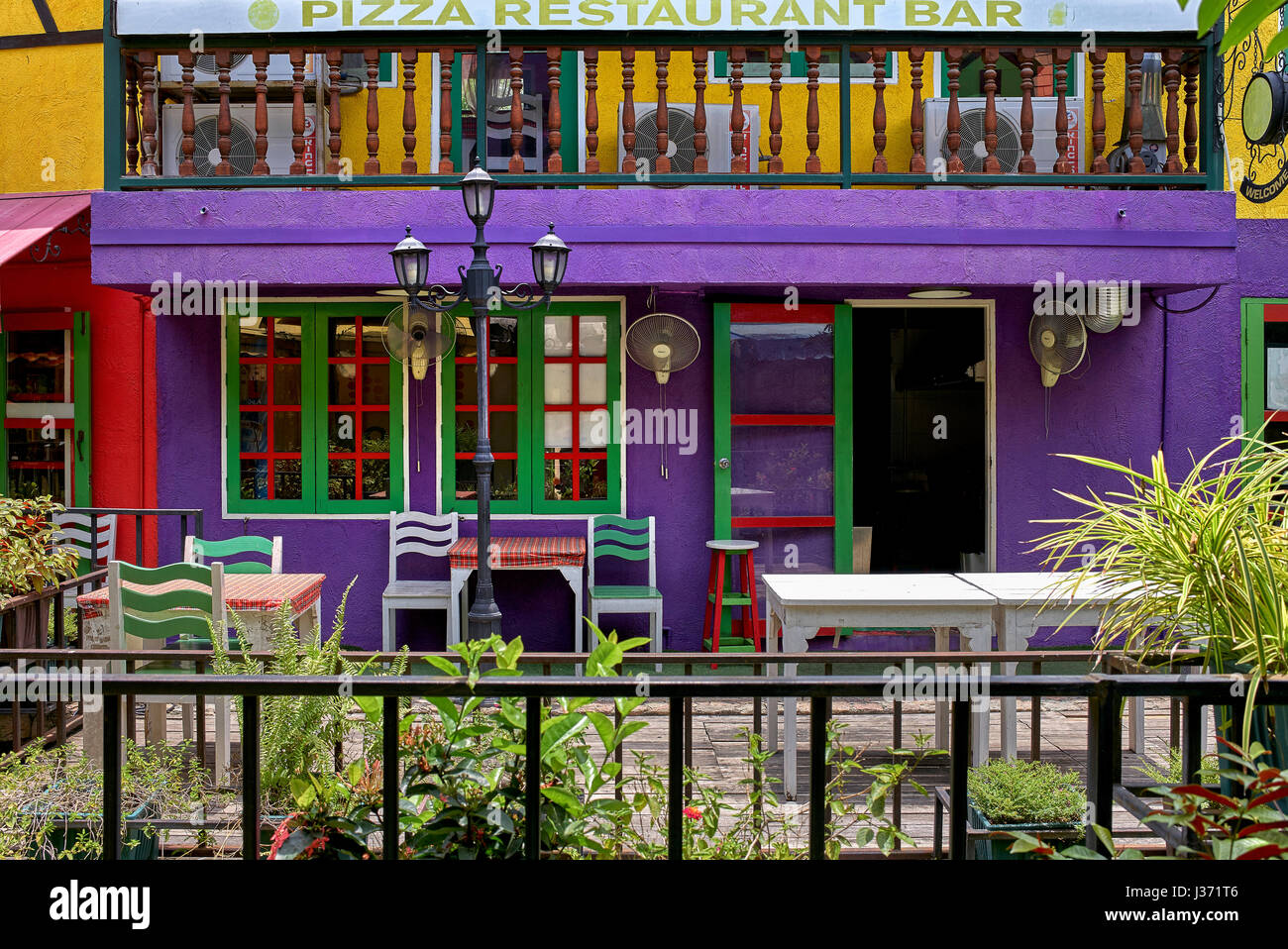 Pizza restaurant. Brightly coloured building exterior. - Stock Image
