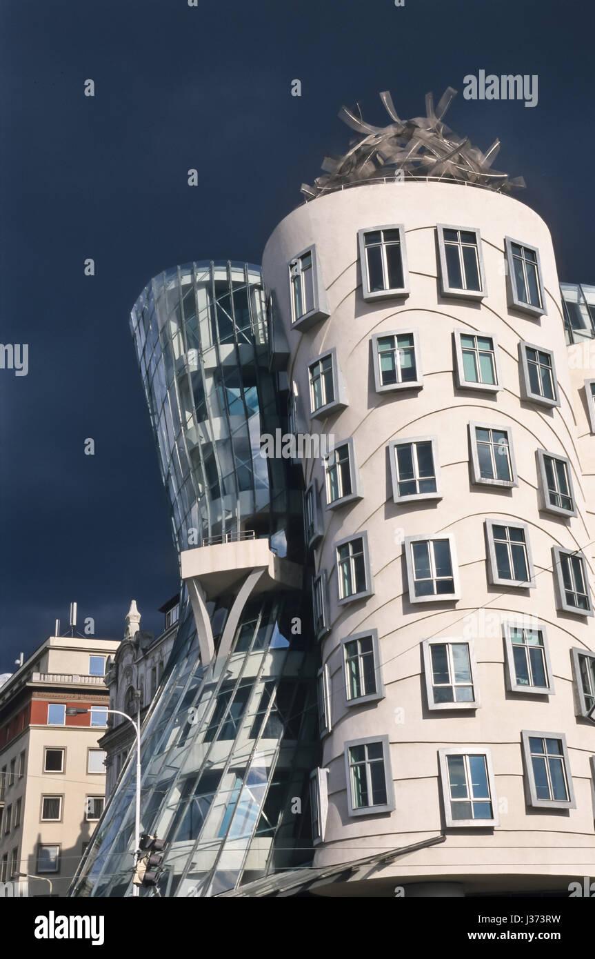 Prag, Tanzendes Haus von Frank Gehry an der Moldau - Stock Image