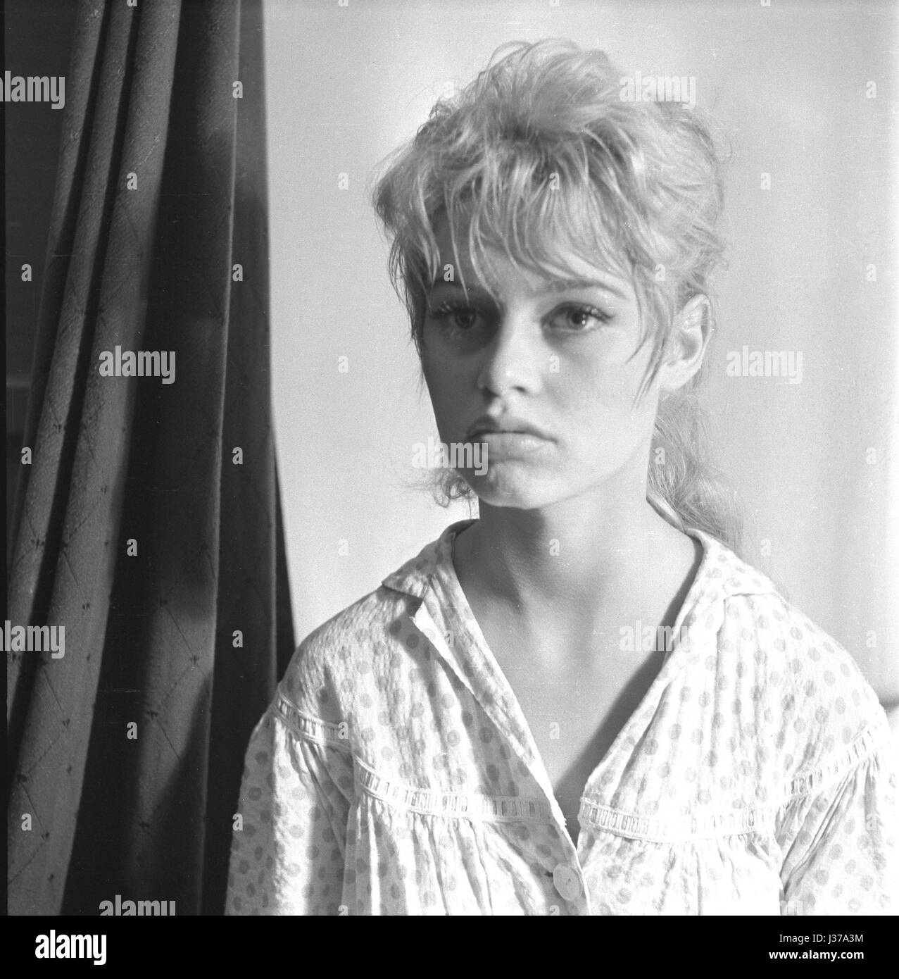French actress Brigitte Bardot on the shooting of the film 'The Bride Is Too Beautiful' (director: Pierre - Stock Image