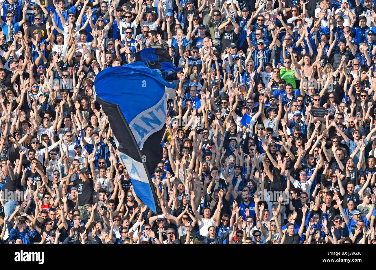 Atalanta soccer fans cheering and waving flags during an italian serie A soccer match at the Atleti Azzurri d'Italia - Stock Image