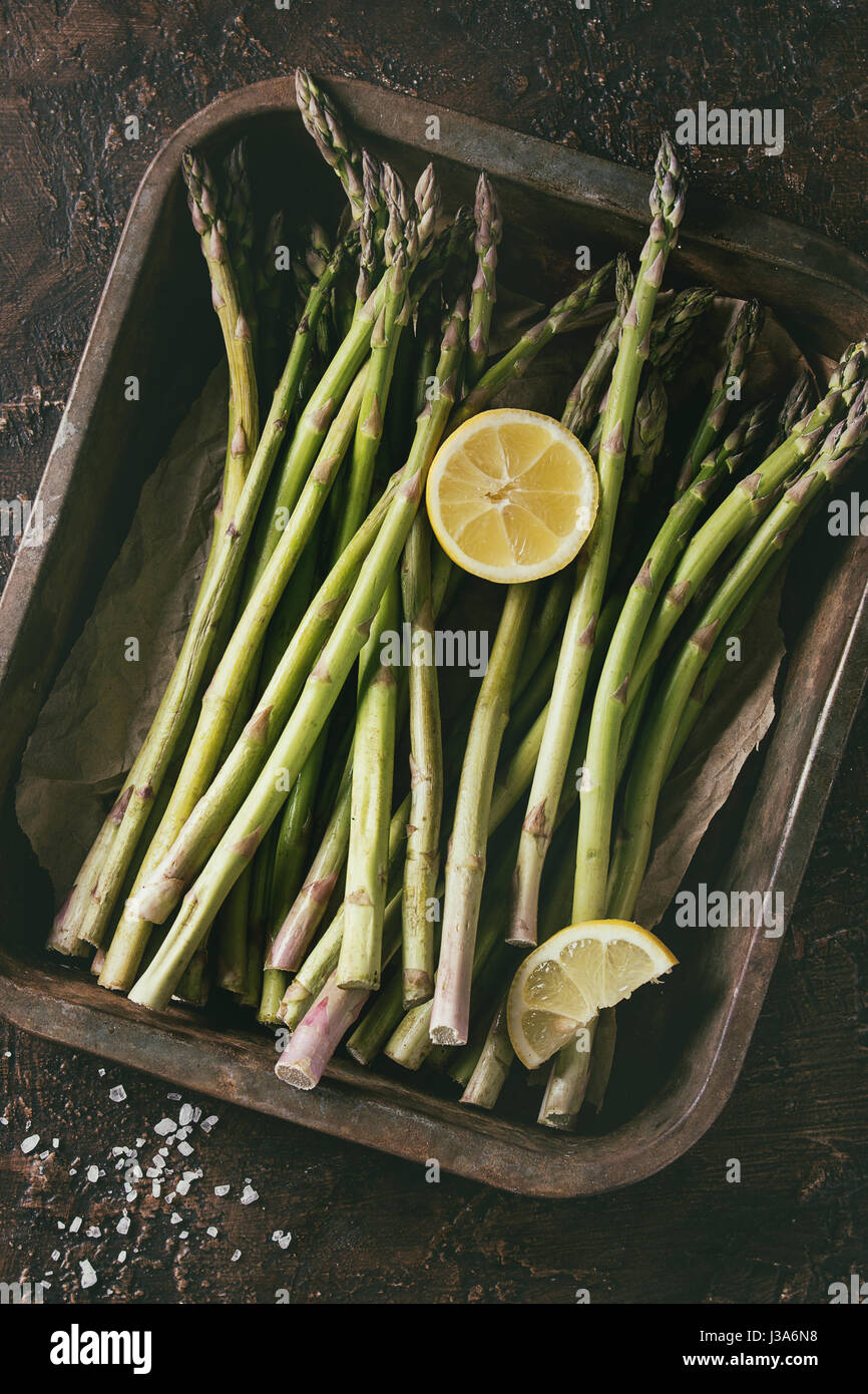 Bundle of young green asparagus - Stock Image