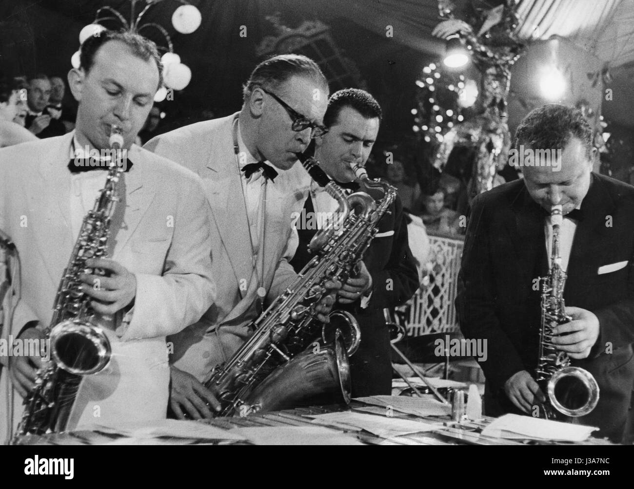 Saxophonists on the Bal Pare of the Muenchner Illustrierte, 1958 - Stock Image