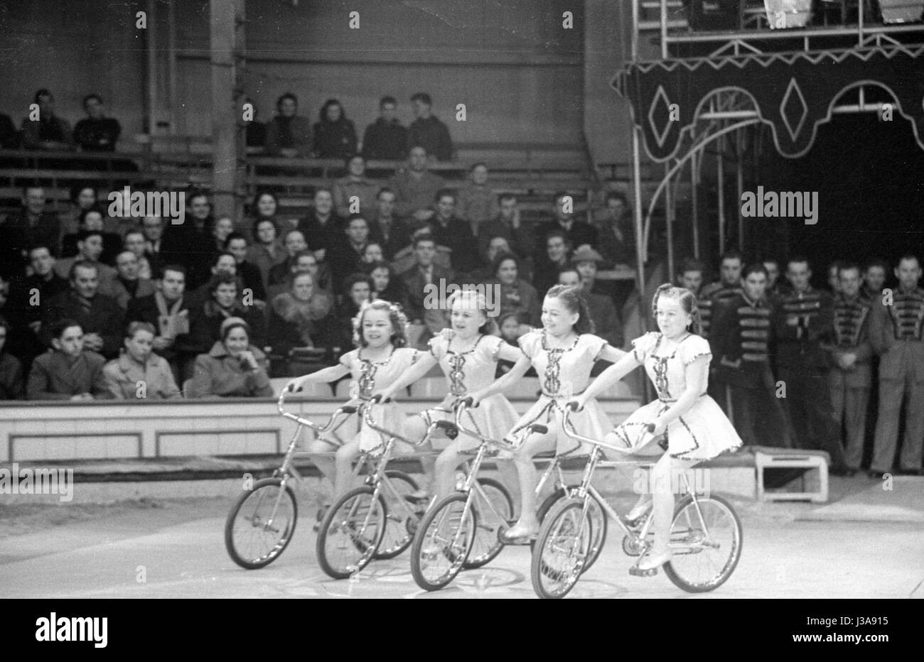 Midgets perform in a circus, 1953 - Stock Image