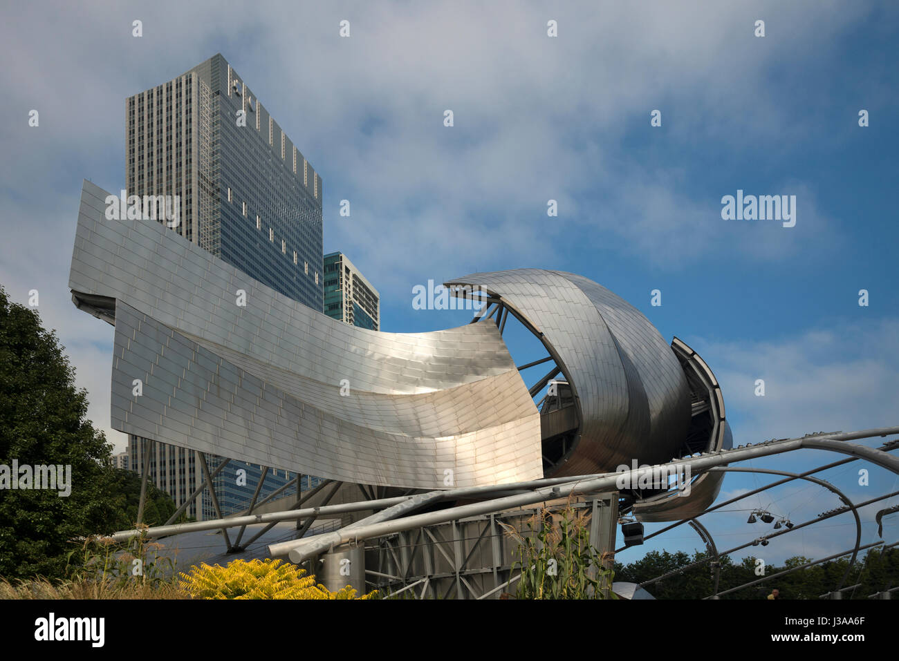 Chicago, Harris Theater by Frank Gehry  new Millenium Park USA - Stock Image