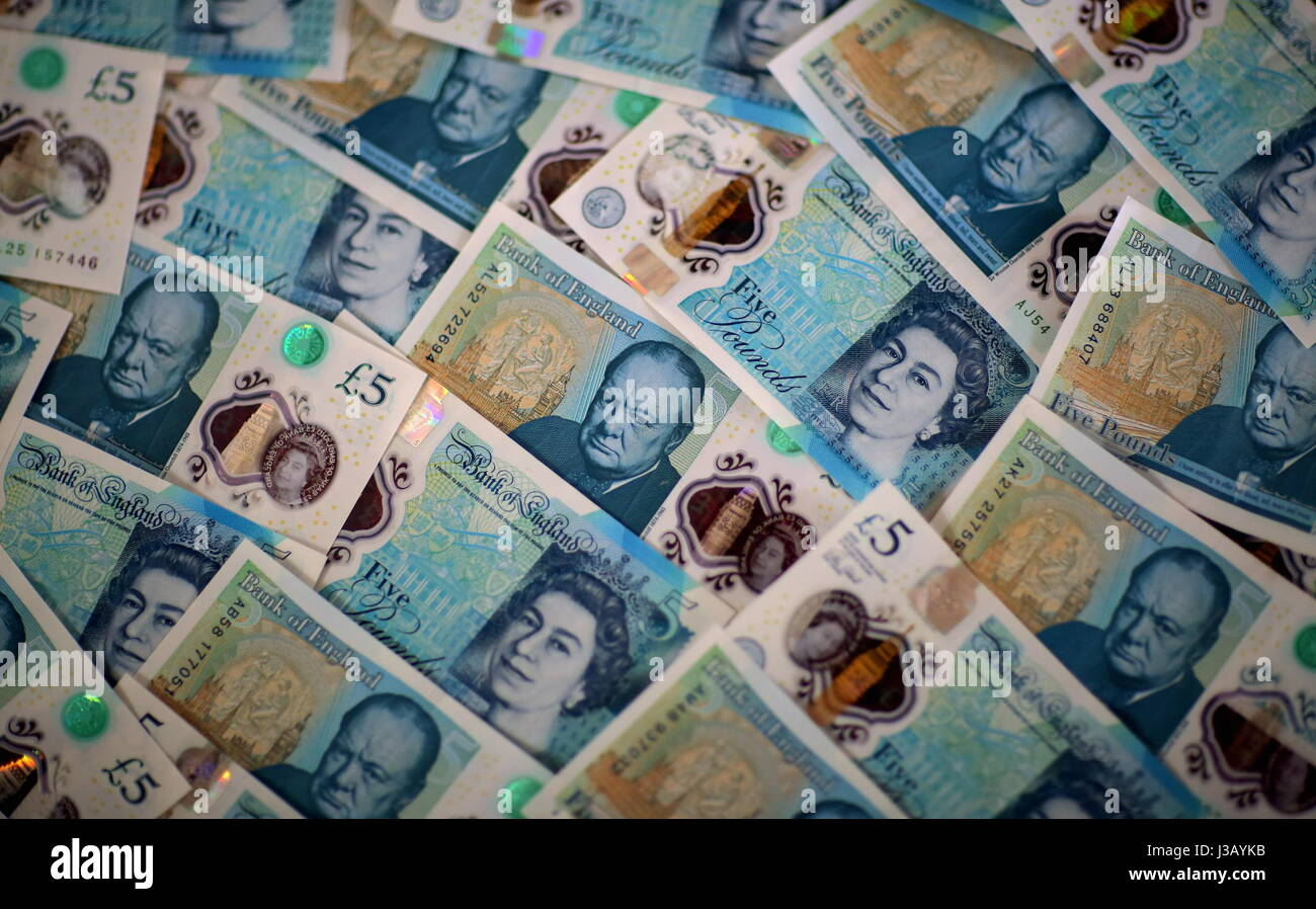 Swansea, UK. 4th May, 2017. A layer of new £5 notes. The £5 banknote, featuring prison reformer Elizabeth - Stock Image