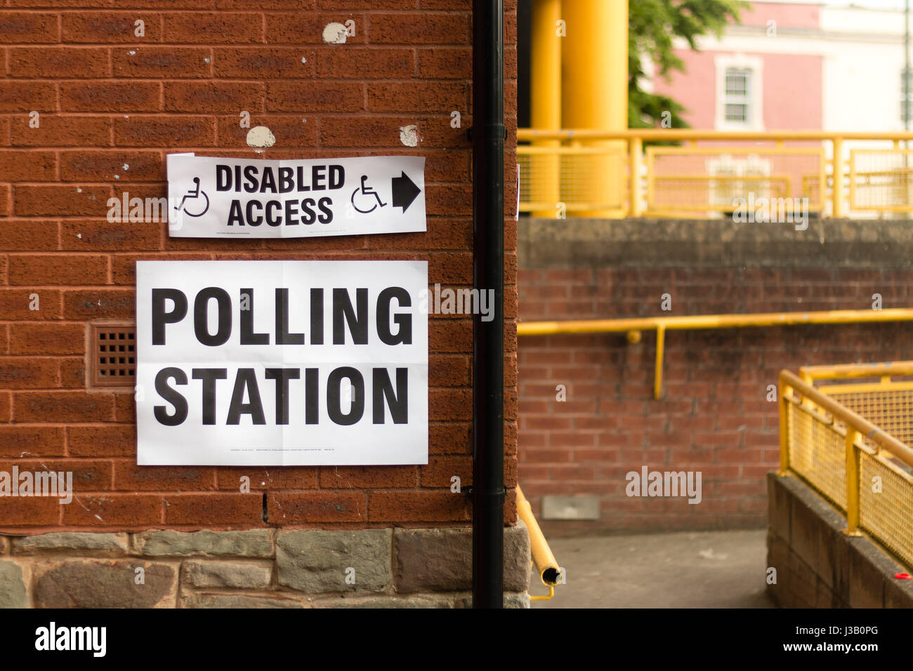 Bristol, UK. 04 May 2017. Elections held across Bristol, Bath and North East Somerset and South Gloucestershire Stock Photo
