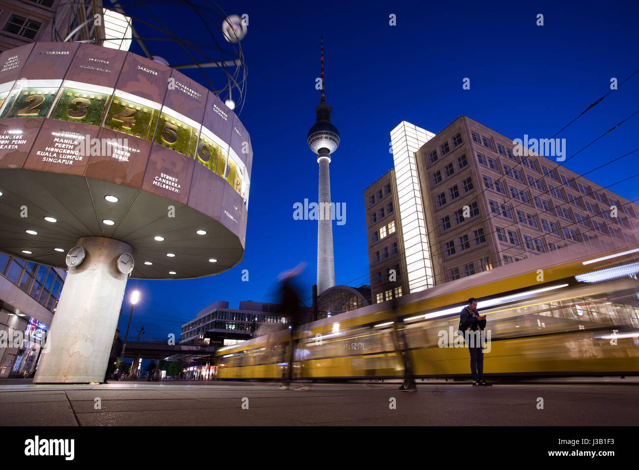 Karta Berlin Alexanderplatz.Alexanderplatz Square Tram World Clock Stock Photos Alexanderplatz