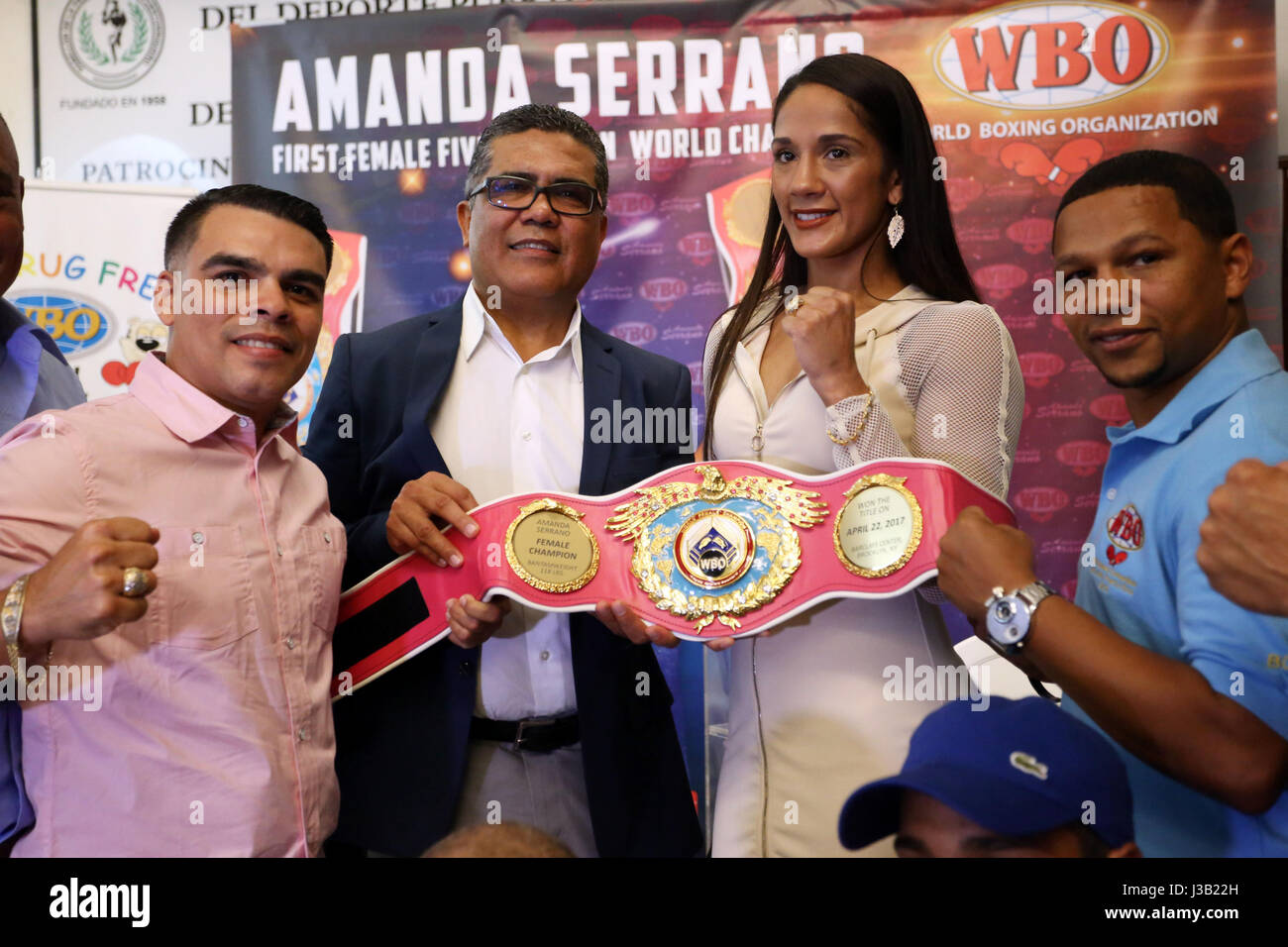 Puerto Rican boxer Amanda Serrano (2R) poses with her belt and ring from the rooster weight division of the World - Stock Image