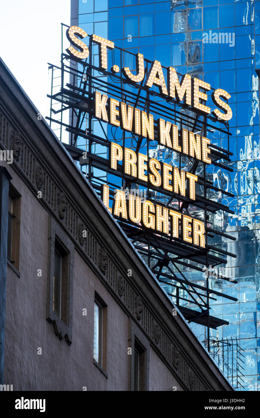 Present Laughter, a Noël Coward comedy staring Kevin Kline on Broadway - Stock Image