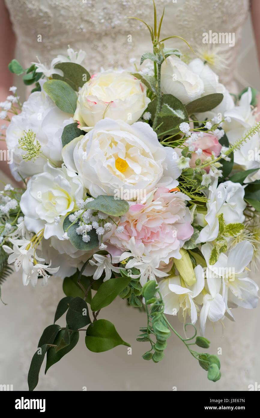 Fake Flower Wedding Bouquet Stock Photo: 139839161 - Alamy