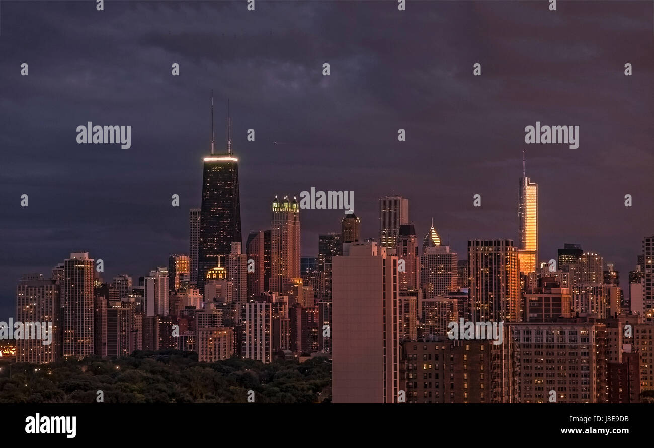 Scenic view of Chicago Skyline at sunset from Lakeview USA - Stock Image