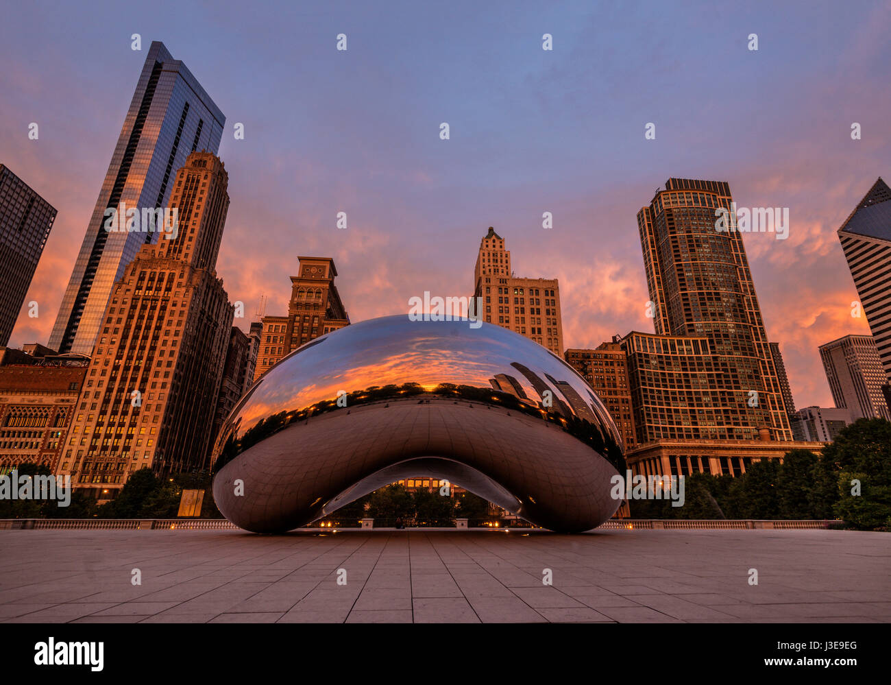 Early morning picture at Millenium Park showing The Bean, and surrounding buildings of Michigan Avenue and reflections - Stock Image