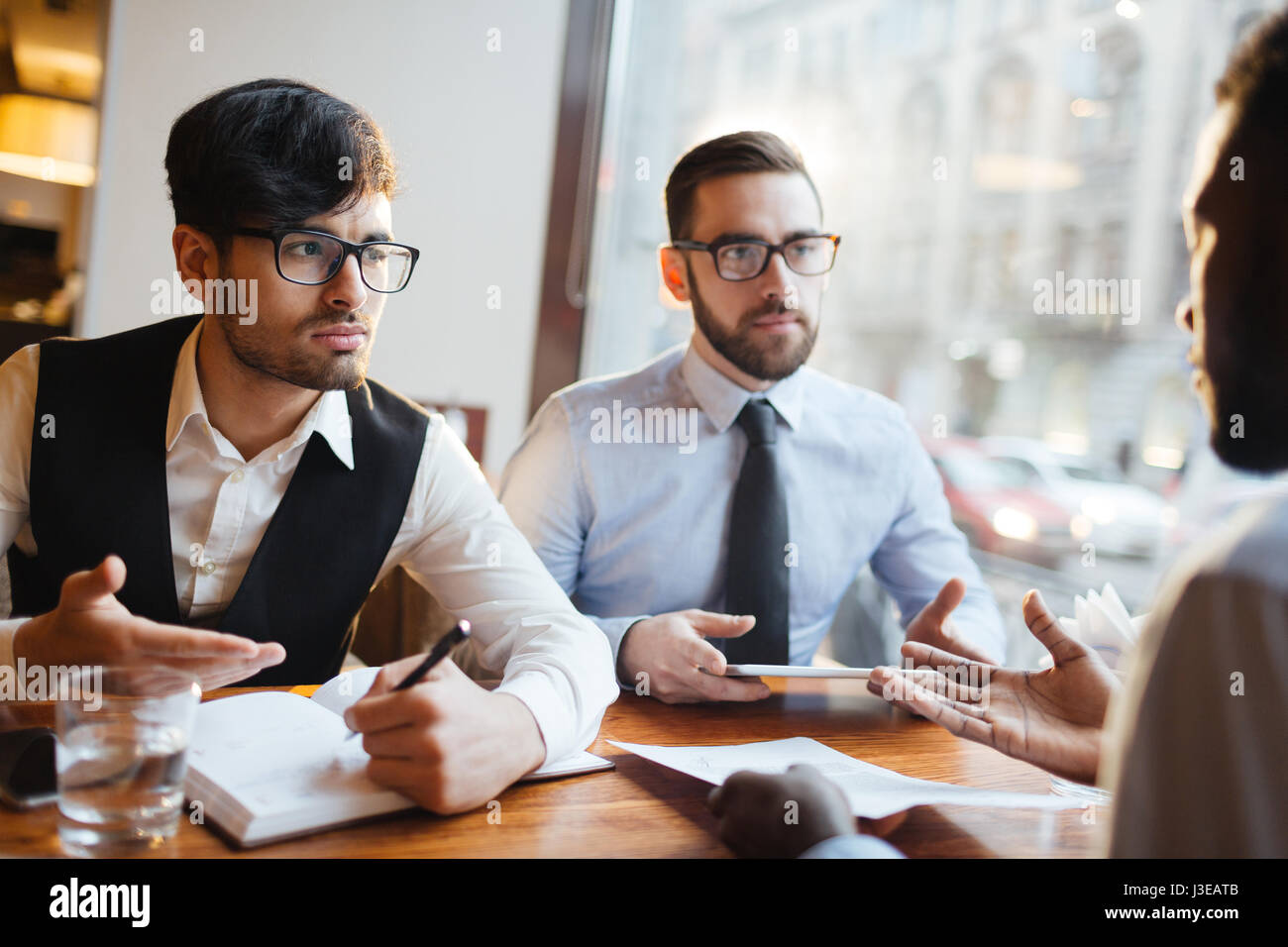 Discussion of businessmen - Stock Image