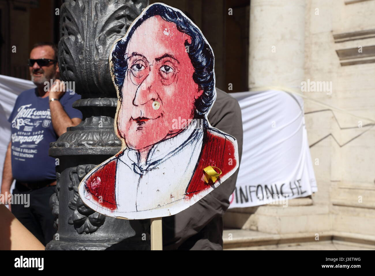 Demonstration at the Piazza del Campidoglio in Rome organized by the workers of the national committee of symphonic - Stock Image