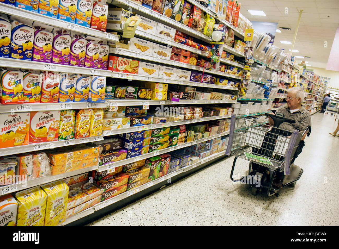 Electric Shopping Trolley Stock Photos Wiring Money Publix Miami Beach Florida Grocery Store Supermarket Accessibility Man Senior Aisle Shelves Product Food Package