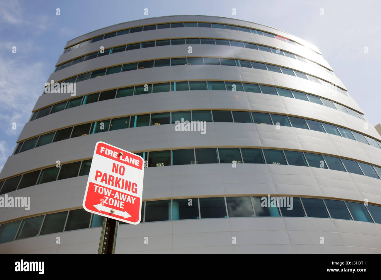 Miami Beach Florida Mount Mt. Sinai Medical Center hospital medical office building sign fire lane tow-away zone - Stock Image