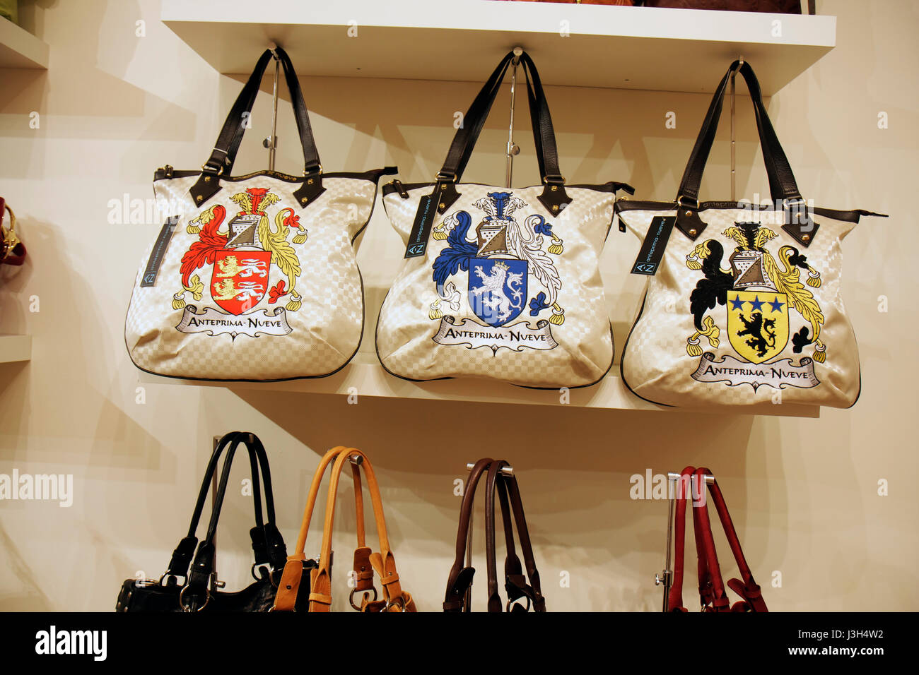 Miami Beach Florida Washington Avenue shop boutique designer handbags  display store purses retail tote bags fashion d88cf081811de