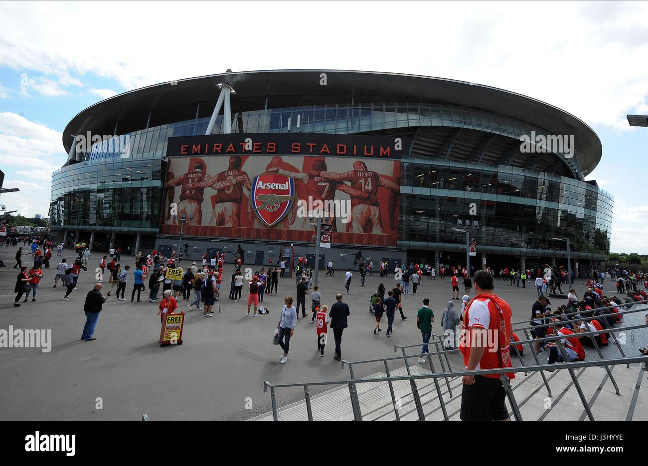 A GENERAL VIEW OF ARSENAL'S EM ARSENAL V LIVERPOOL EMIRATES STADIUM LONDON ENGLAND 14 August 2016 - Stock Image