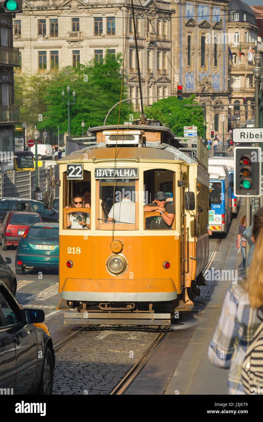 Tram Porto Portugal, a tram heads down the Rua dos Clerigos in the center of Porto, Europe - Stock Image