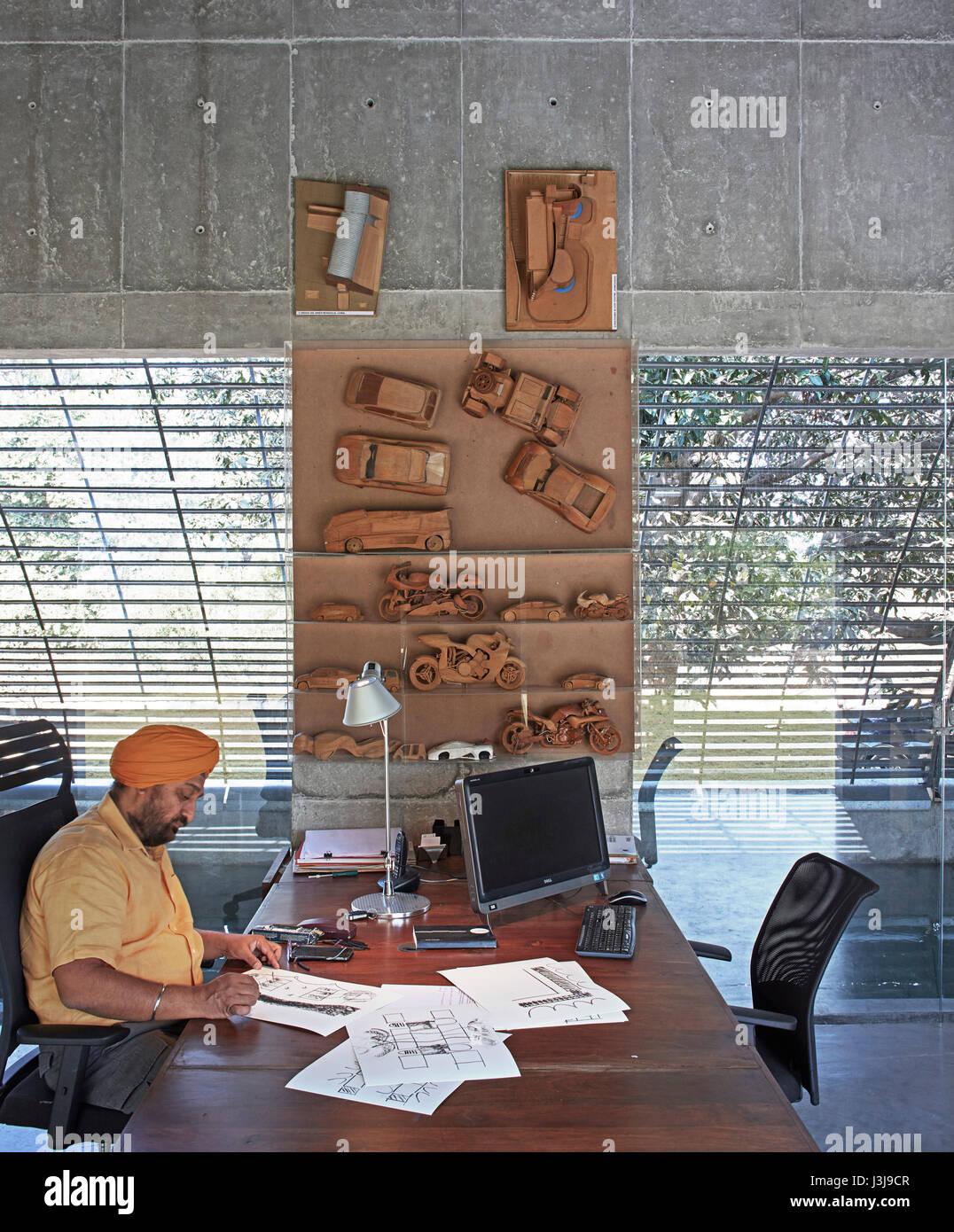 Studio view with design principle, Gurjit Matharoo at desk. The Pool Studio of Matharoo Associates, Ahmedabad, India. - Stock Image