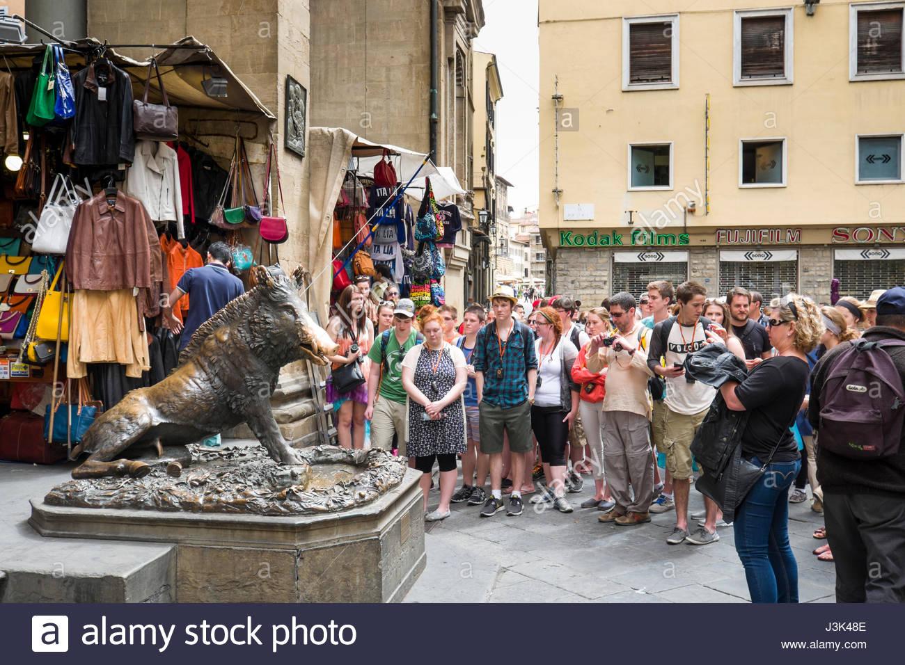 Fontana del Porcellino, fountain of the piglet copy of a bronze wild boar by Pietro Tacca, Loggia del Mercato Nuovo, - Stock Image