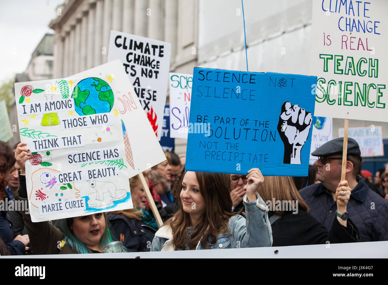 London, UK. 22nd April, 2017. Scientists prepare for the March for Science in Kensington on Earth Day. Stock Photo