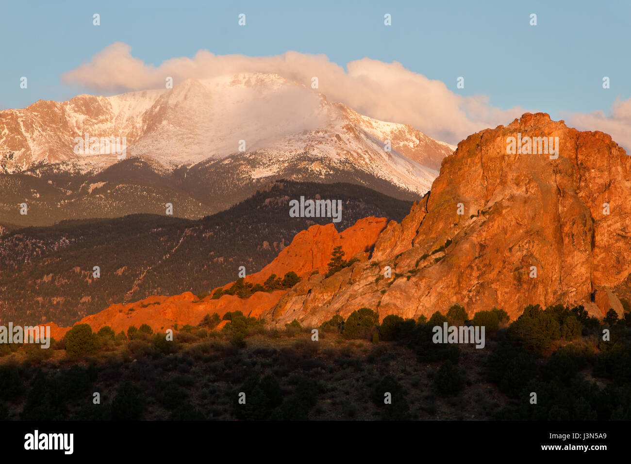 Sunrise image of Pikes Peak Mountain and Garden of the Gods in the springtime - Stock Image