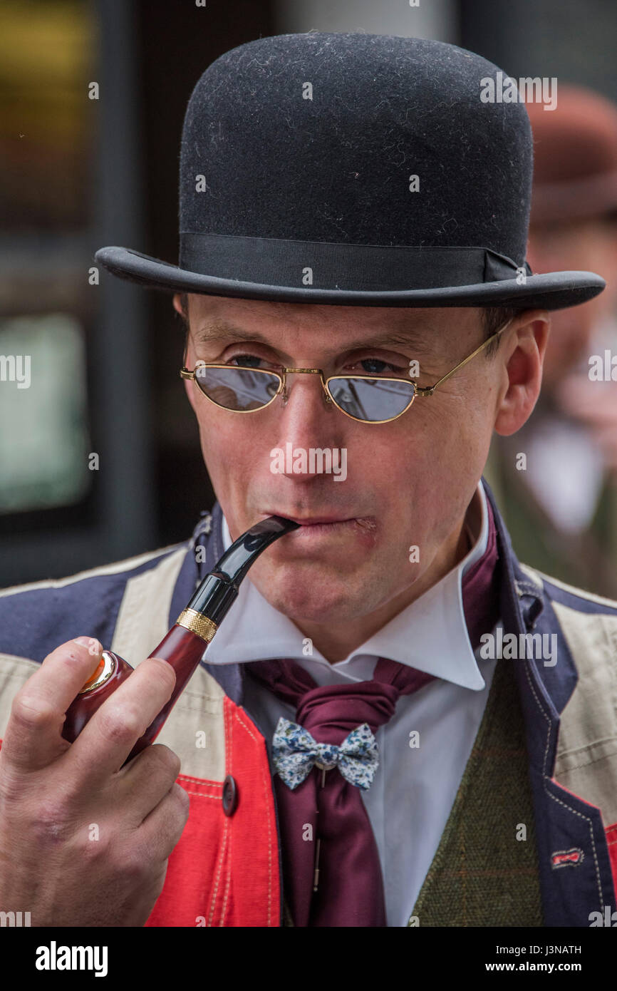 London, UK. 6th May, 2017. The Tweed Run - a group bicycle ride through the centre of London, in which the cyclists - Stock Image
