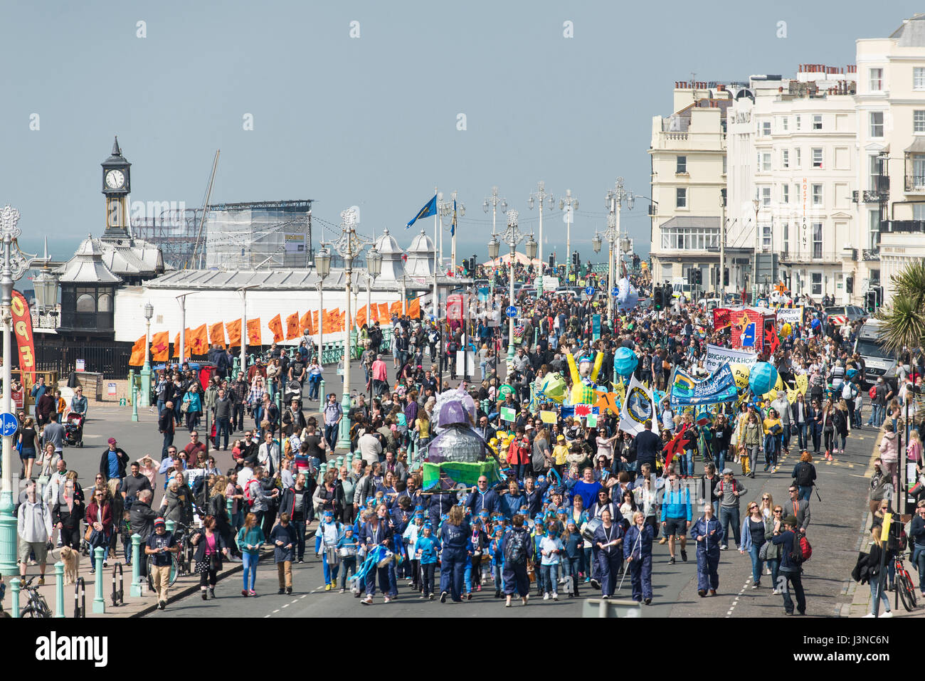 Brighton, England, Uk. 06th May, 2017. Brighton, East Sussex. 6th May 2017. Brighton's May Festival 2017 opens with bright sunshine and the annual traditional Children's Parade, a colourful and musical procession that's one of the biggest of its kind with over 5000 participants from over 80 schools. This year the theme is 'Poetry In Motion' to coincide with 2017's guest direction of the festival by poet and spoken word artist Kate Tempest. Credit: Francesca Moore/Alamy Live News Stock Photo