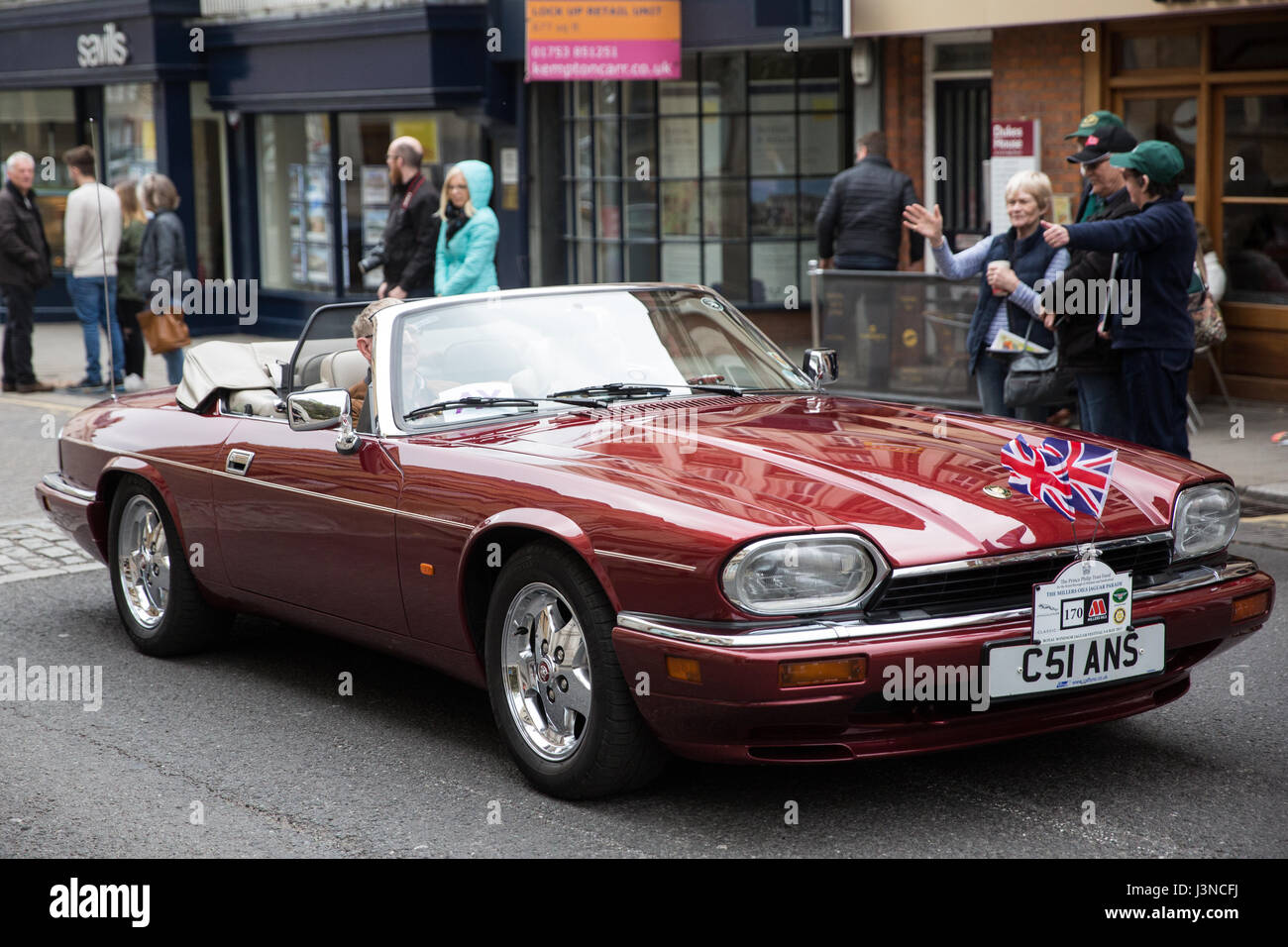 Windsor Uk 6th May 2017 A Procession Of 250 Vintage Jaguar Cars