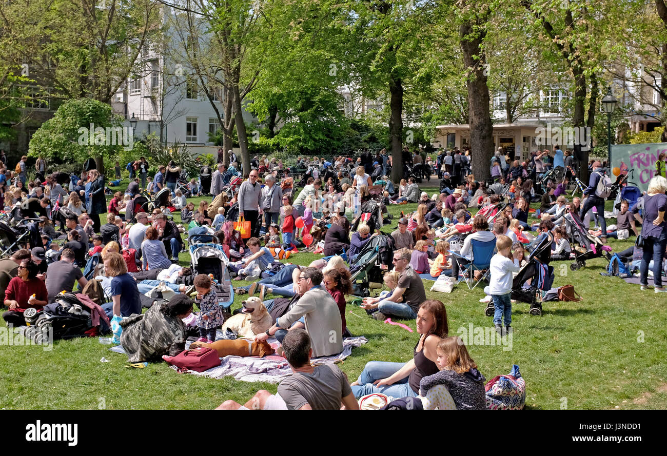 Brighton, UK. 6th May, 2017. Pavilion Gardens is packed as visitors enjoy the warm sunny weather in Brighton with - Stock Image