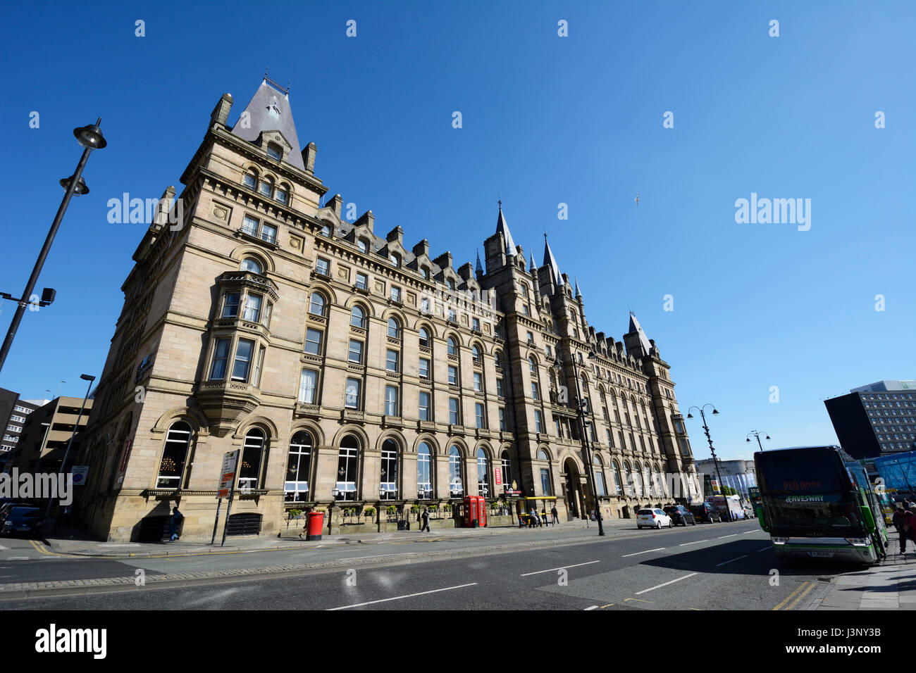 Lime Street Chambers in Liverpool. The French Renaissance style facade to Lime Street Railway Station, originally - Stock Image
