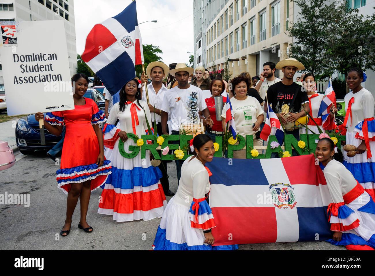 how dominican men dress