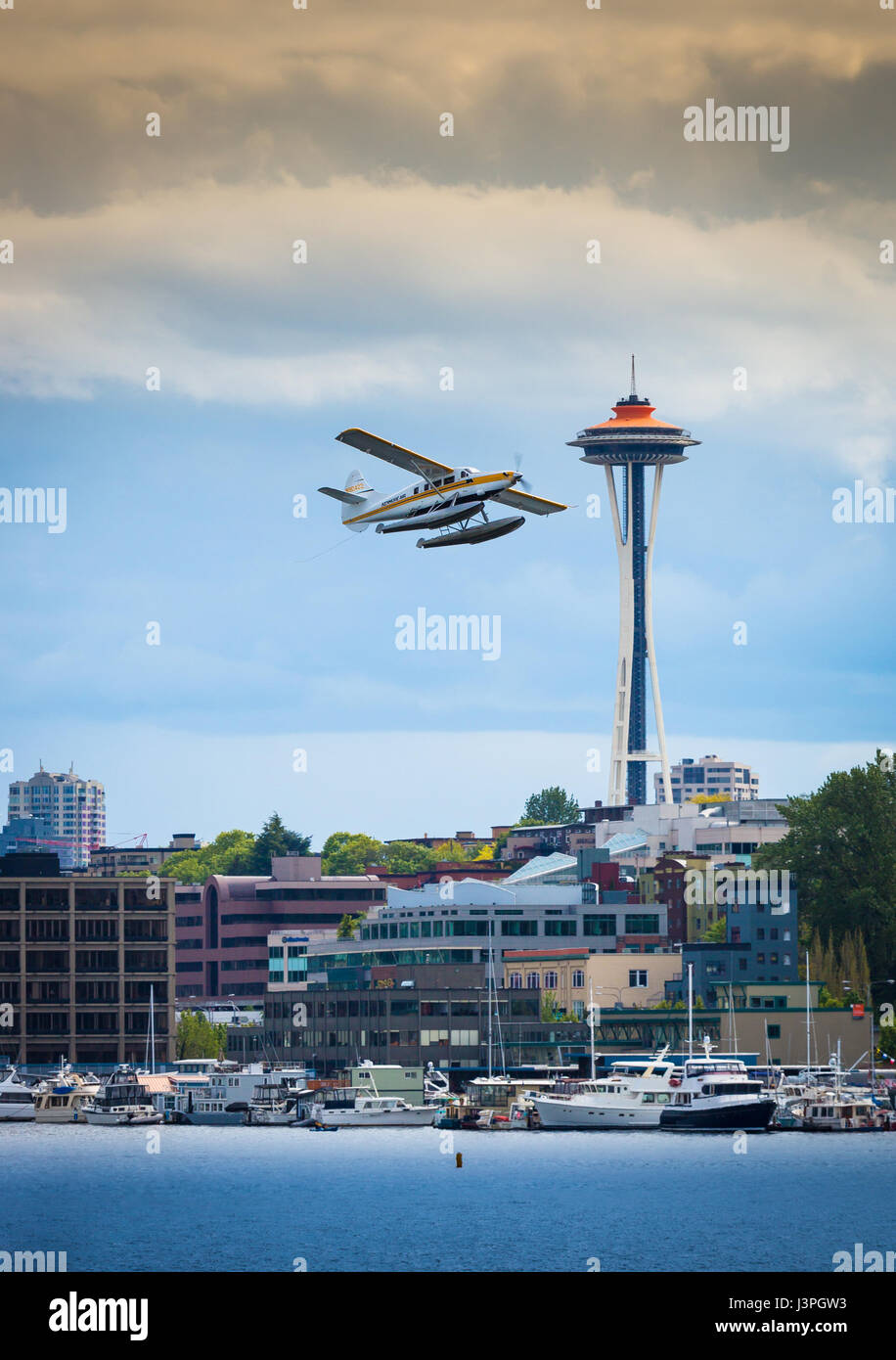 Seaplane taking off from Seattle's Lake Union with Space Needle in background - Stock Image