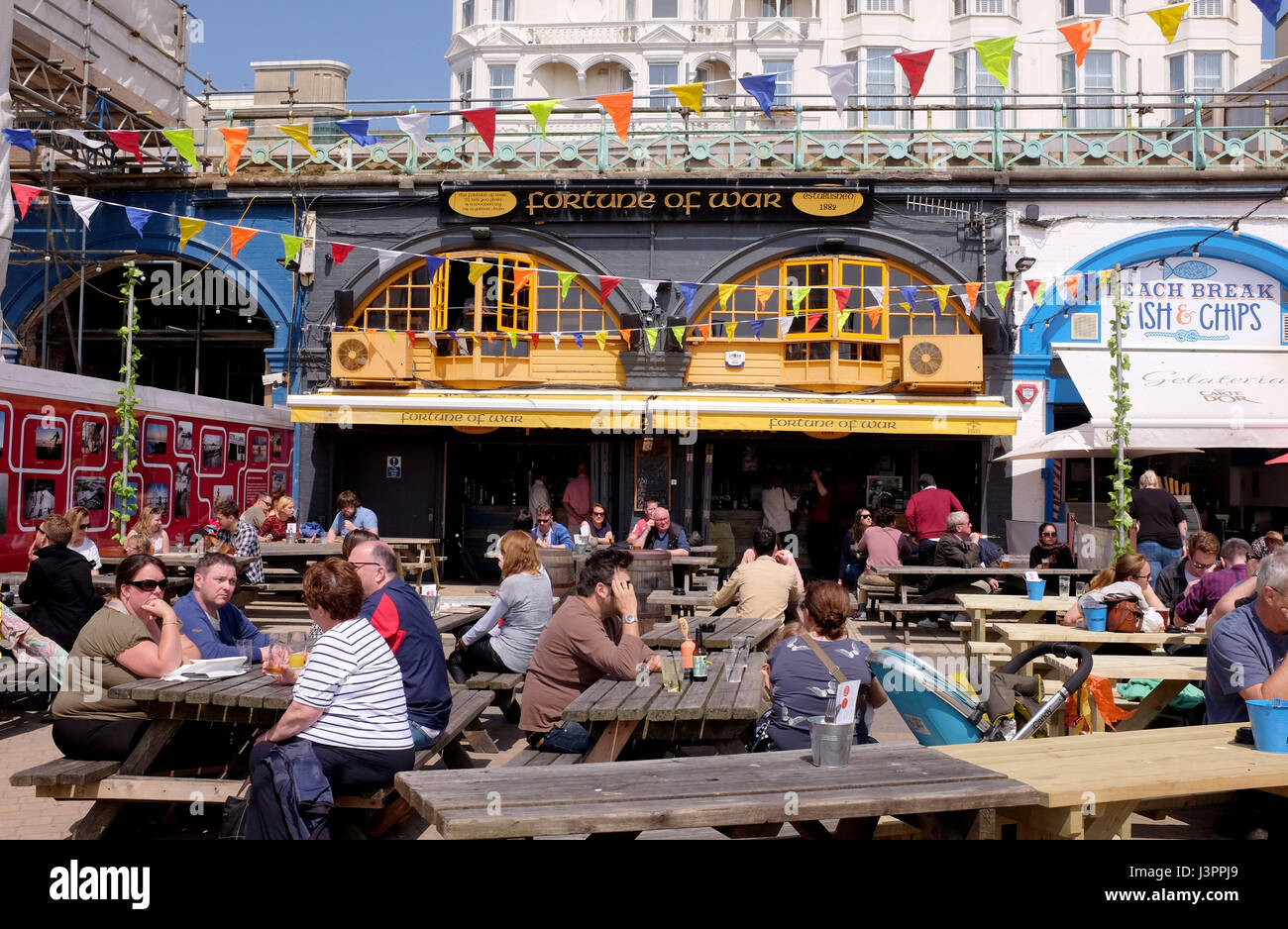 Brighton UK 6th May 2017 - Fortune of War seafront bar and pub in Brighton - Stock Image