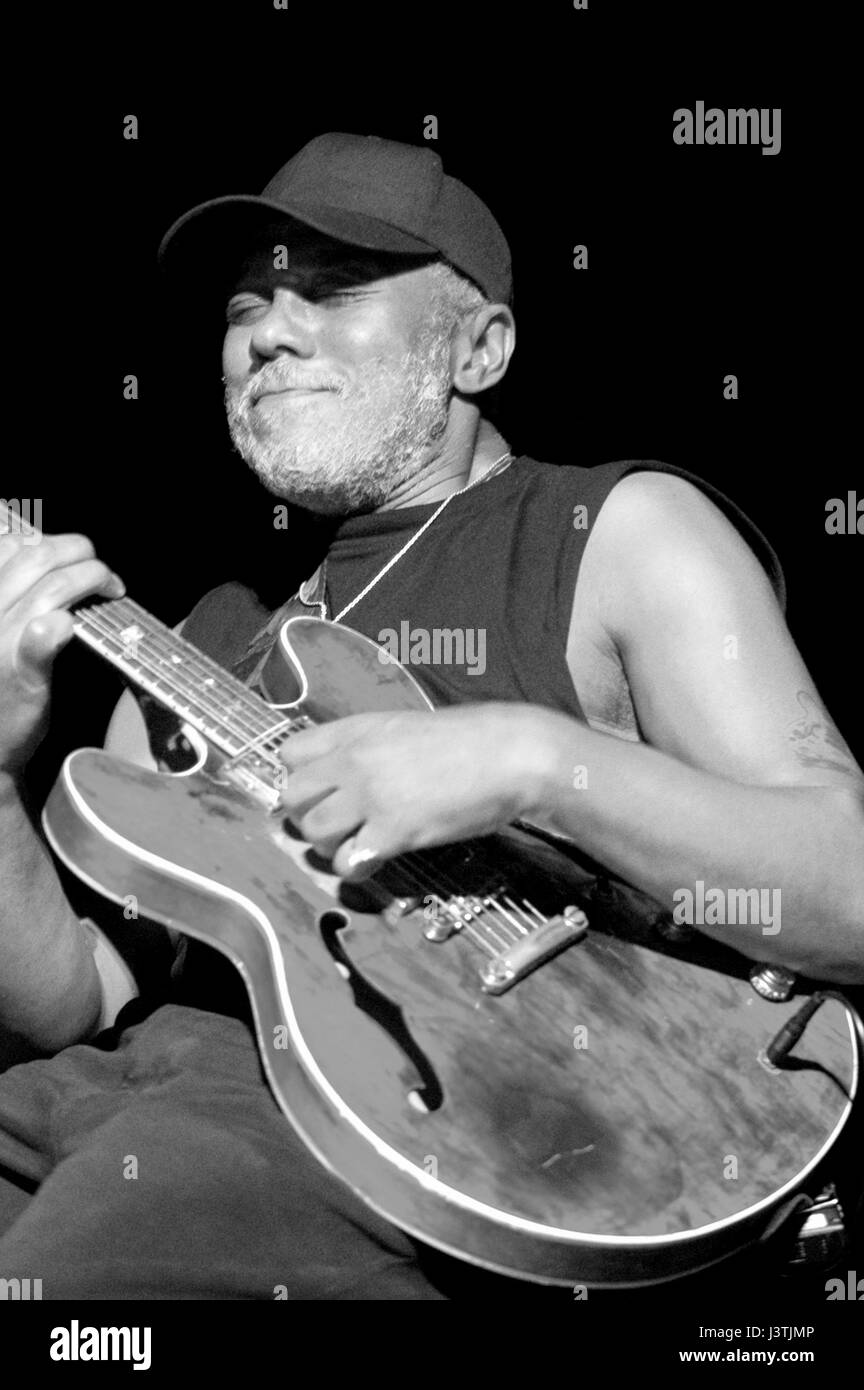 Carlos Johnson (born January 17, 1953 in Chicago, Illinois, United States) is an American blues guitarist and singer - Stock Image