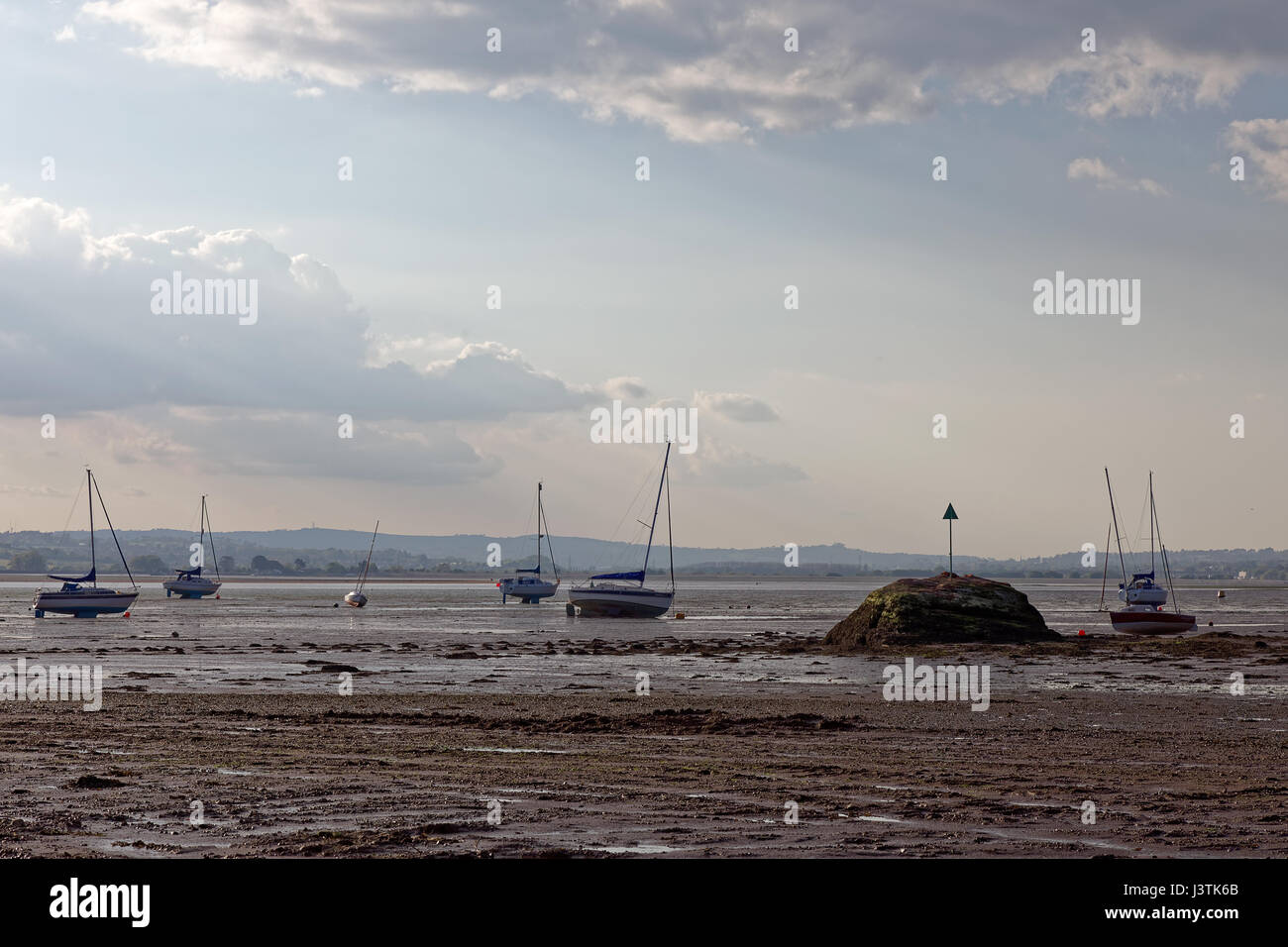 Boats beached at low tide in the River Exe estuary at Lympstone - Stock Image