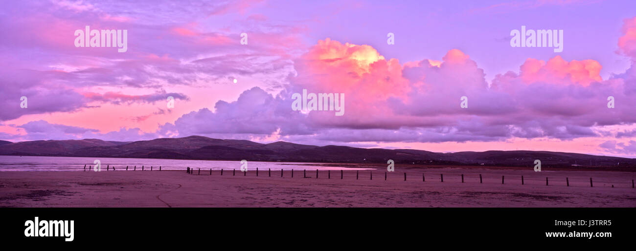 A beautiful red sunset above the Borth Esturary a low water - Stock Image