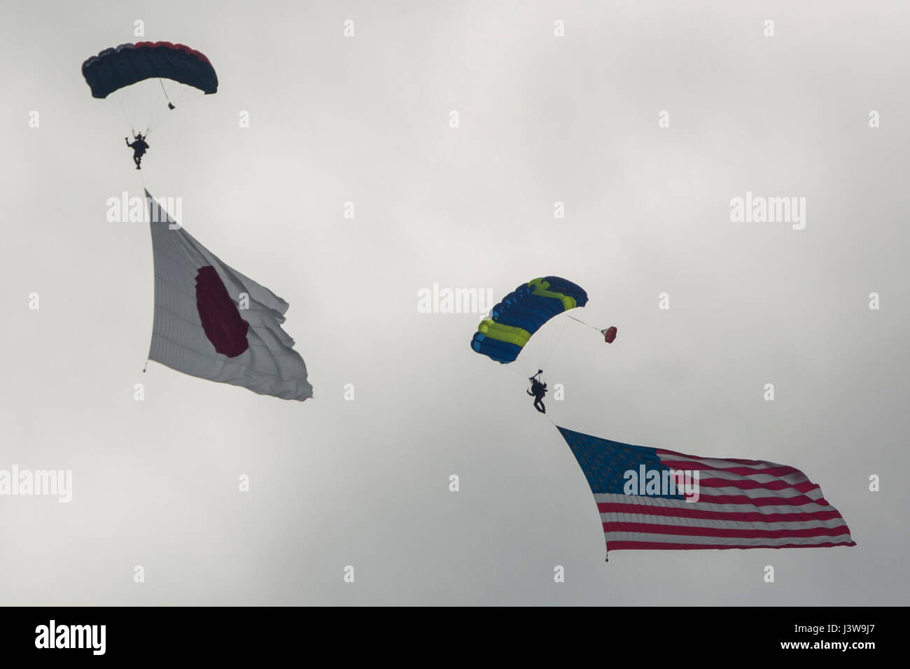 Evolve Aerosports executes a flag jump during the 41st Japan Maritime Self-Defense Force – Marine Corps Air Station - Stock Image
