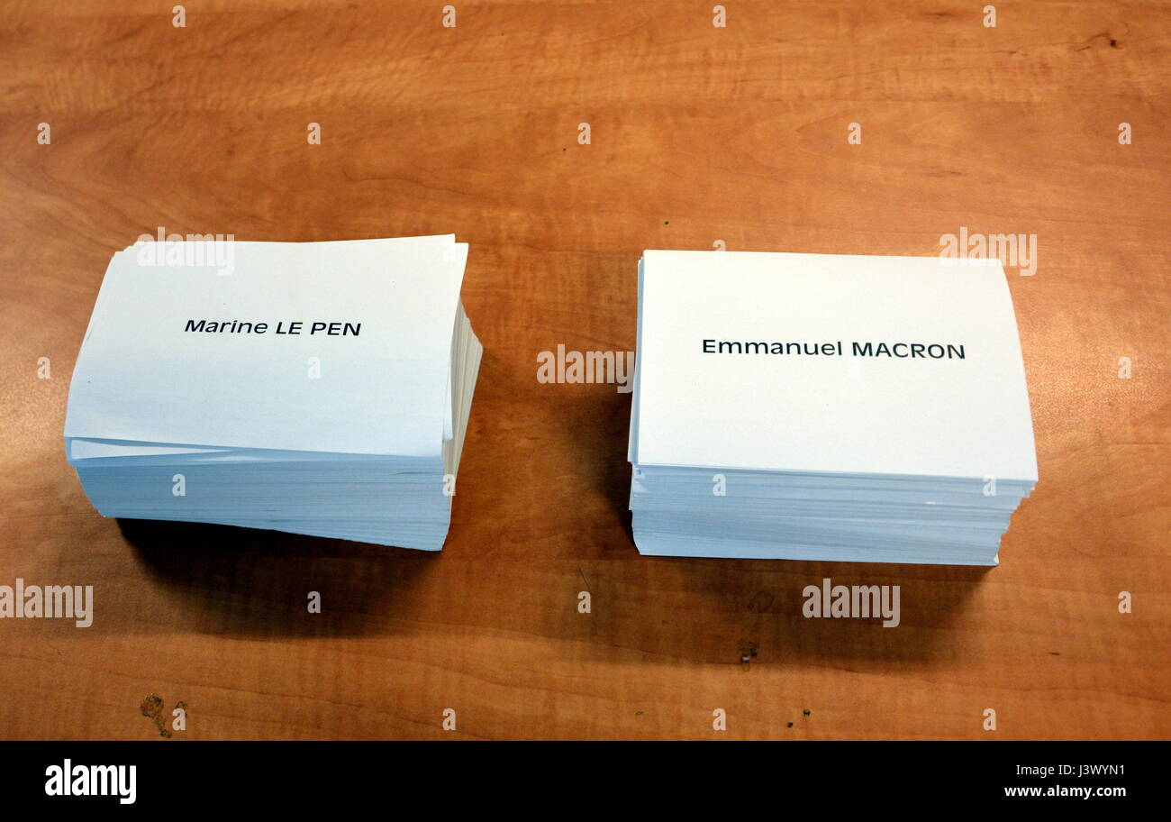 The Choice French Voters Face - Ballots For Use in the French Presidential Election Runoff, 7 May 2017 - Stock Image