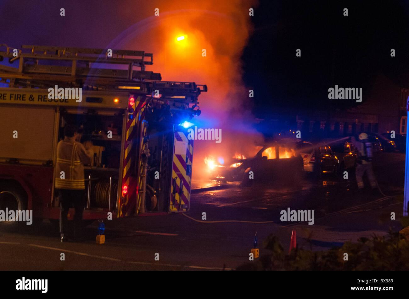 Oxford, Oxfordshire, UK. 7th May 2017, Car on fire on Iffley Road. Credit: Stanislav Halcin/Alamy Live News Stock Photo
