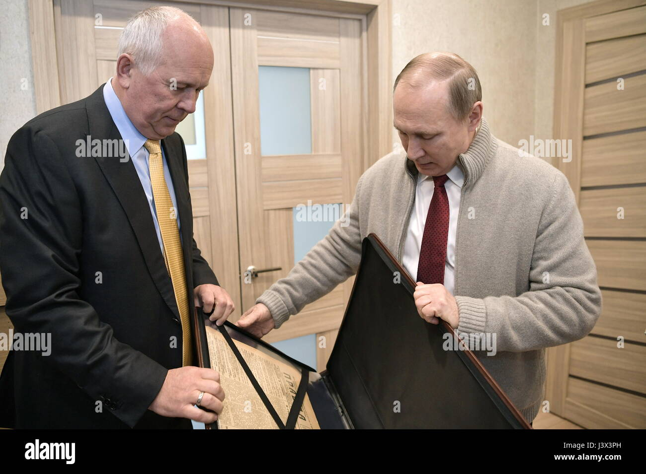 Moscow, Russia. 8th May, 2017. Rostec CEO Sergei Chemezov (L) and Russia's president Vladimir Putin with an - Stock Image